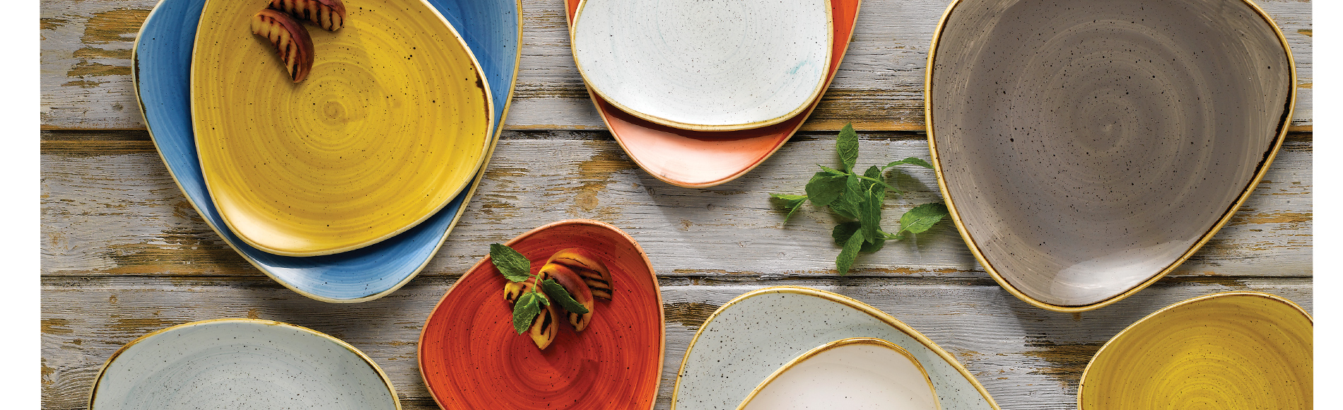 カラフルな色、プロユースにも適した丈夫で扱いやすい機能性、ユニークな形。カジュアルでスタイリッシュなイギリス製の食器ストーンキャスト。